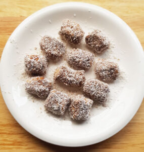 Copyright Master Bowie. Dog friendly lamingtons step-by-step.